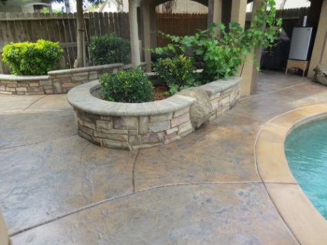 this picture shows retaining wall cerritos california