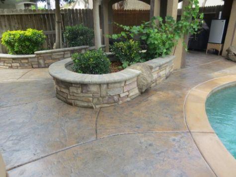 this picture shows retaining wall cerritos california